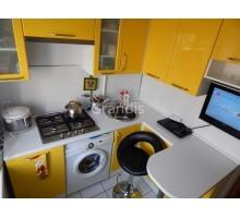 Кухня ДЕЙЗИ угловая модель для маленьких помещений со стиральной машиной