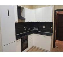 Кухня АНЖЕЛИНА для квартир студий с холодильником и духовкой