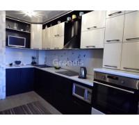 СТРИАТА - кухня с вентиляционным коробом (размер 3,1×1,1 метра)