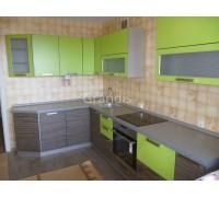 МЕГ - кухня с невысокими шкафами, открытие вверх (размер 1,8×2,8 метра)