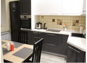 ДЮНА - кухня с горизонтальными шкафами открывающимися вверх (размер 3,1×2,7 метра)
