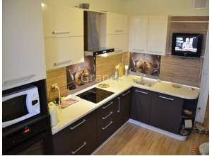ВОЛНА - кухня со скошенным столом при входе (размер 3,4×1,6 метра)