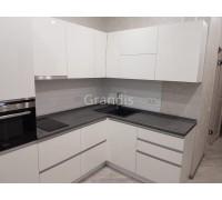 КЛАЙД - кухня с навесными шкафами (размер 2,8×2,3 метра)