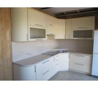 КРЕМОНА - кухня со стиральной машиной под общей столешницей (размер 2,2×2,3 метра)
