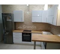 ВАЙОЛЕТ - кухня с низким барным выносом (размер 2,7×2 метра)