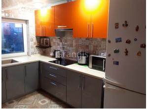 МЭЙБЛ - кухня с двухцветным сочетанием фасадов (размер 3,3×2,5 метра)