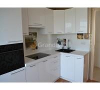 САМАНТА - кухня с вентиляционным коробом (размер 1,7×2,4 метра)