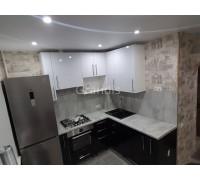 САРА - кухня с окном между ванной и кухней (размер 2,5×2,6 метра)