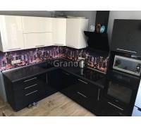 ГВИНЕТ - кухня со светлым фартуком Скинали (размер 2,3×2,8 метра)