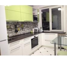 БЕНТЕ - кухня со столешницей-подоконником (размер 1,8×2 метра)