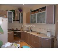 АЛОНА - кухня около окна (размер 2,7×2,3 метра)