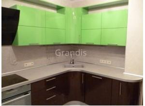 "АЛЬМА - кухня со ""глухими"" шкафами (размер 3,4×2,6 метра)"