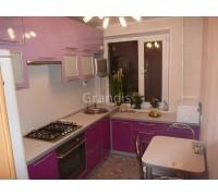 КАРМЕН - кухня со скошенным столом при входе (размер 1,8×1,1 метра)