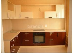 ЗИЛЬКЕ - кухня со столешницей под окном (размер 3,4×2,2 метра)