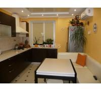 ИРМА - кухня со встроенным холодильником в пенал (размер 1,8×2,1 метра)
