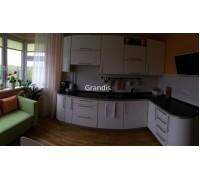 Barsanti - кухня со столешницей под подоконником на площадь 10,6 кв. м.