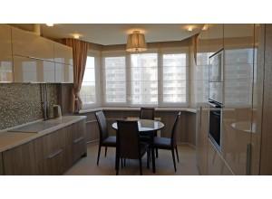 Bassani - кухня с высокими шкафами в потолок на площадь 7,9 кв. м.