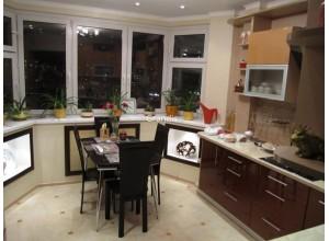 Bassini - кухня со встроенным холодильником в пенал на площадь 13,1 кв. м.