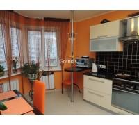 Borgognone - кухня со стеклянными шкафами на площадь 10,6 кв. м.